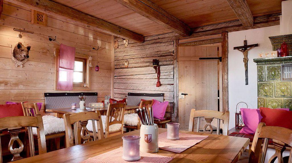 Blick in eine Hütte
