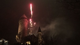 Sylvesterfeuerwerk über einer Burg