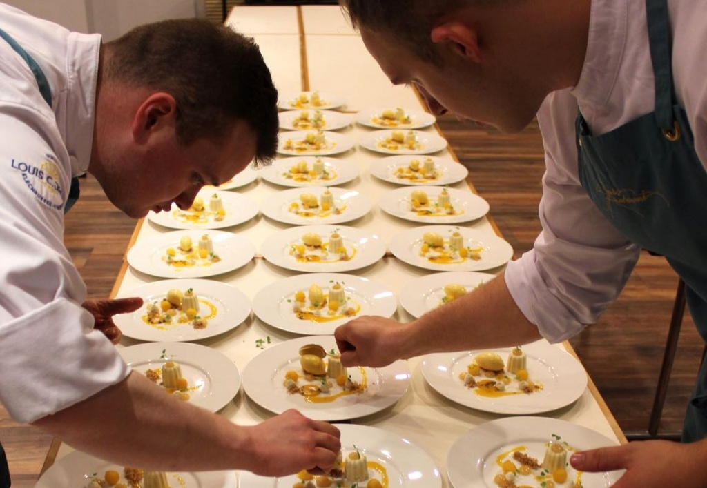 Dessert Vorbereitung in der Küche