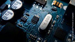 Elektronisches Bauteil auf Leiterplatte