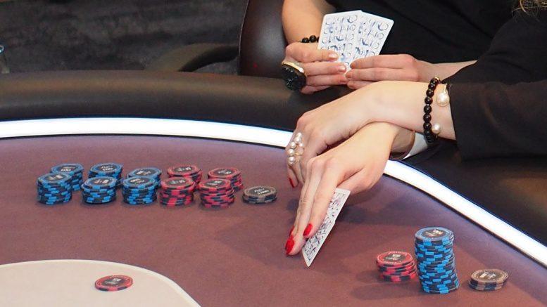 Frauen am Pokertisch