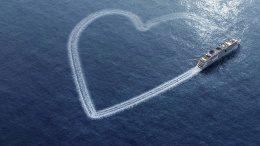 Kreuzfahrschiff fährt ein Herz