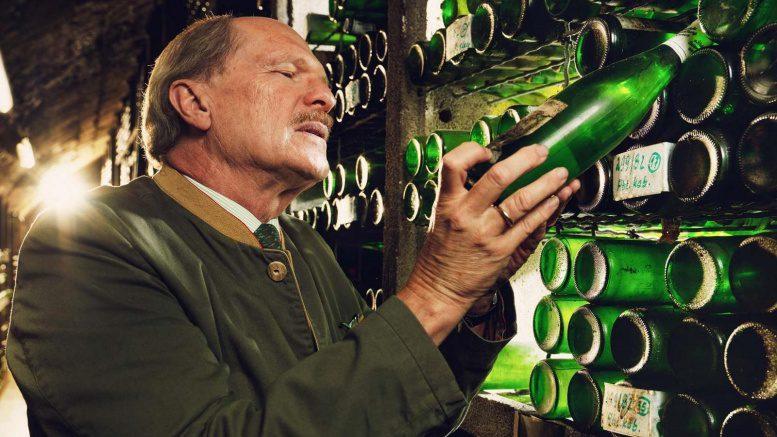 Dr. Carl von Schubert im Weinkeller