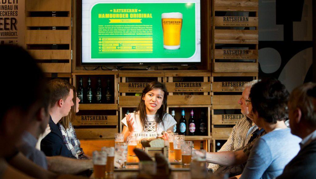 Bei einem Bierseminar