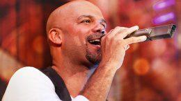 Der Sänger Dennis Durant