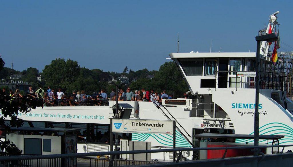 Anleger Finkenwerder mit Hafenfähre