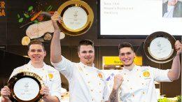 Drei Köche als Gewinner des Next Chef Award 2019 halte Preise hoch
