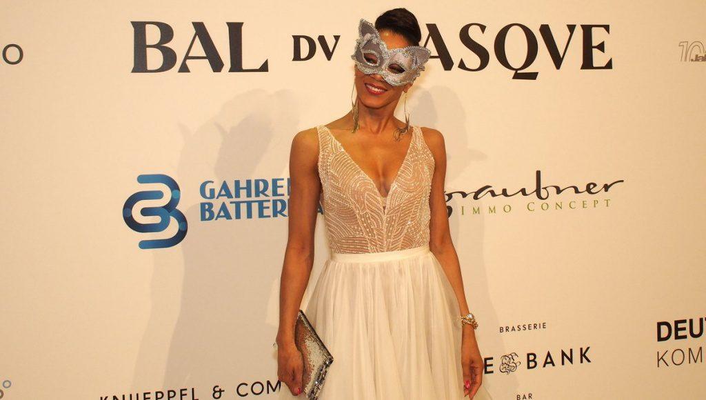 Die Sängerin Yass begeisterte beim Bal du Maxque