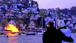 Osterfeuer in Hamburg Blankenese