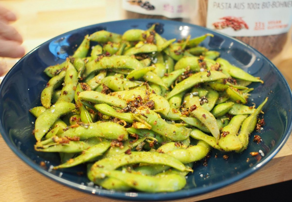 Sojabohnen in einer Schüssel als Salat