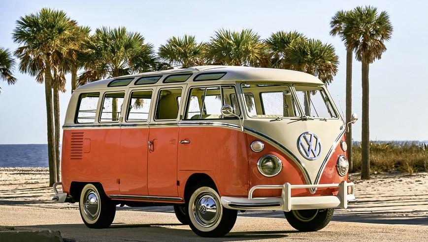 VW T1 Samba Bus mit Palmen