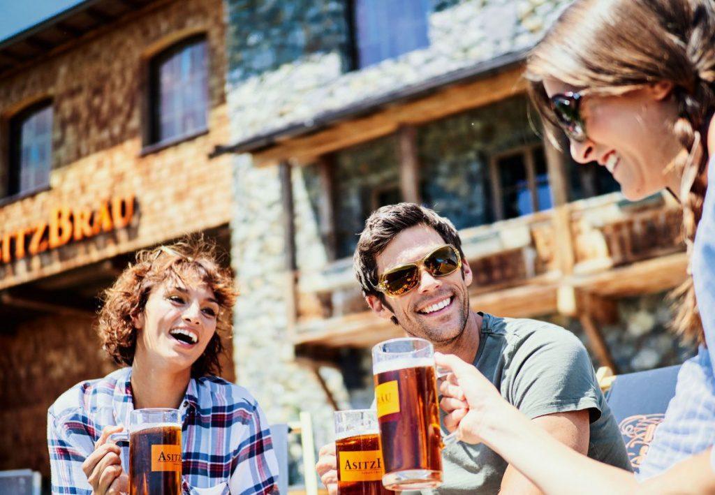 Bier trinken im Asitz Bräu