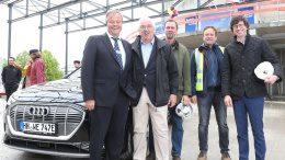 Gruppenfoto beim Richtfest des Audi terminal in Hamburg Hammerbrook von Auto Wichert