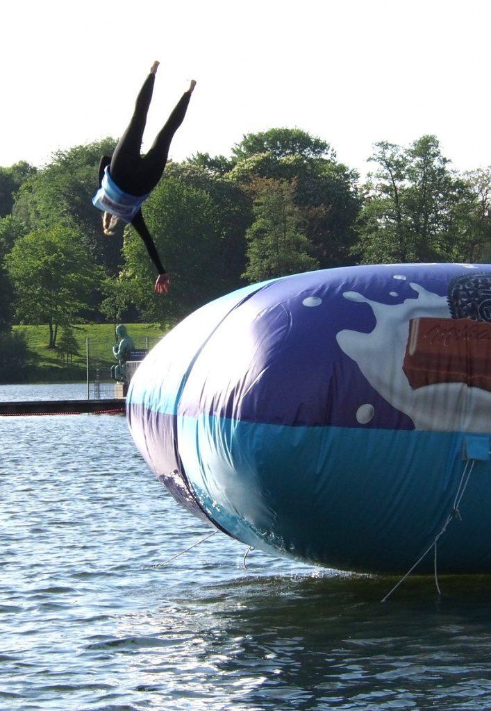 Der Blobber fliegt ins Wasser