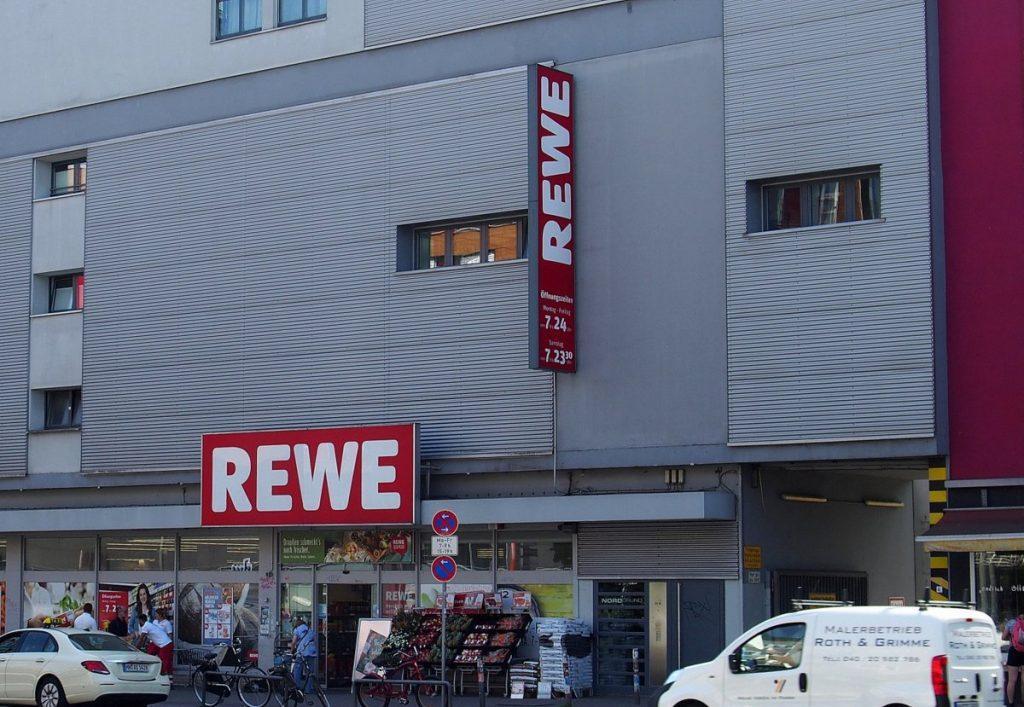 Aussenansicht REWE Supermarkt in Hamburg