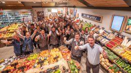 Das Team des EDEKA Niemerszein-Markt freut sich über eine Auszeichnung
