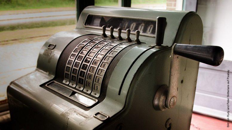 Eine alte Registerkasse aus den 1950er Jahren