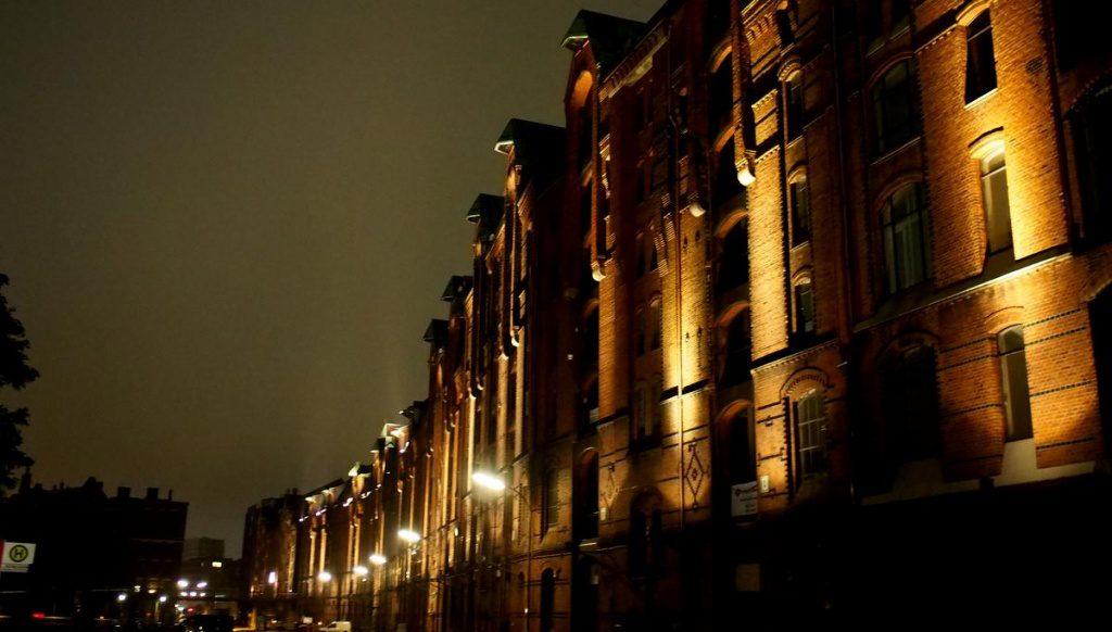 Die Hamburger Speicherstadt spät in der Nacht