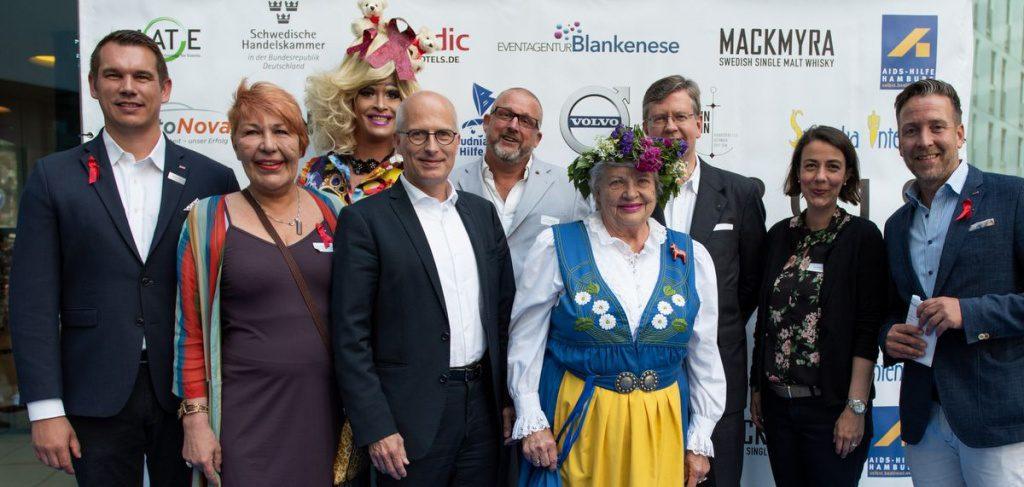 Gruppenbild mit Bürgermeister