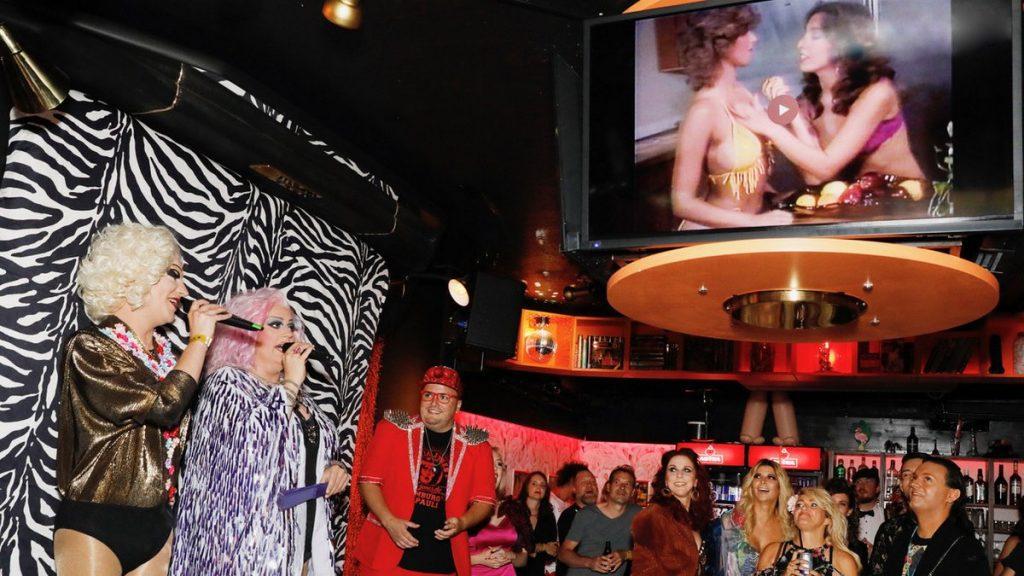 Fanny Funtastic und Vanity Trash machen Karaoke