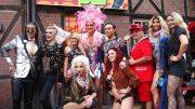 Gruppenbild zur Eröffnung der Porno Karaoke Bar
