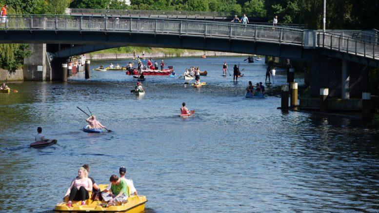 Wassersportler im Sommer auf der Alster