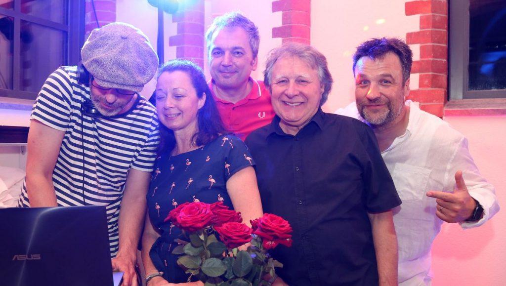 Gruppenaufnahem Sommerfest Gute Leude Fabrik Hamburg im Kaifu Sole Bad