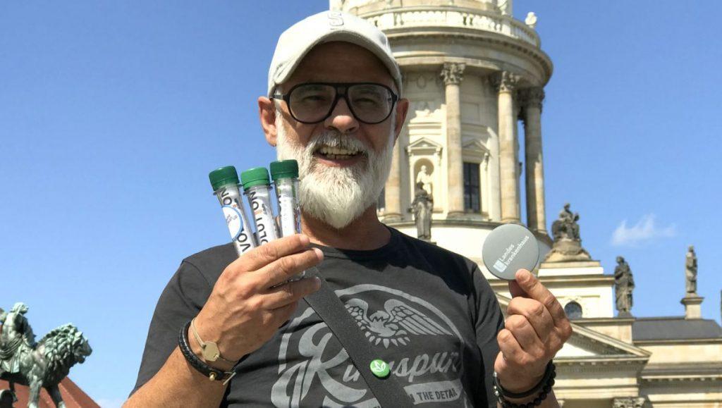 Die Zigarettenkippen-Aktivist Mario Merella