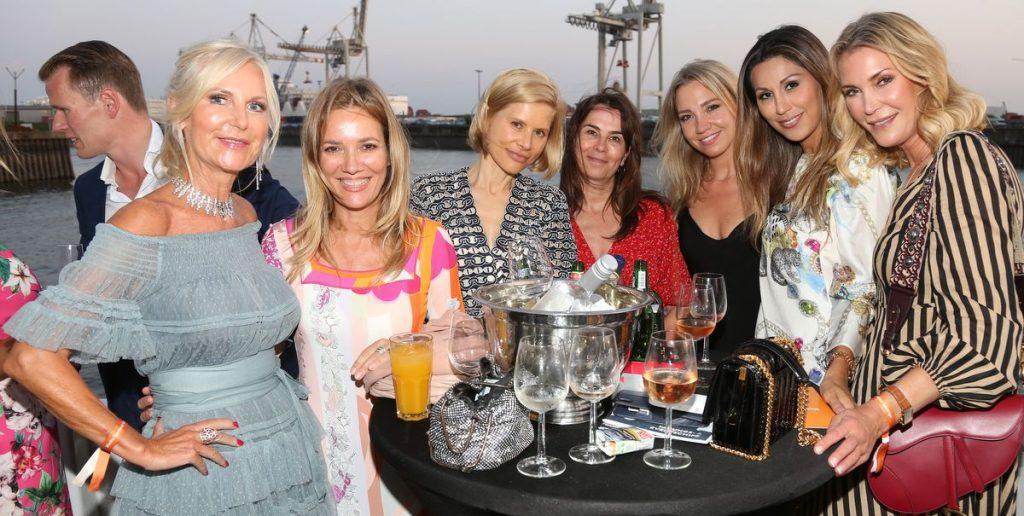 Gruppenaufnahme nur Frauen Media Summer Lounge auf der MS KOI