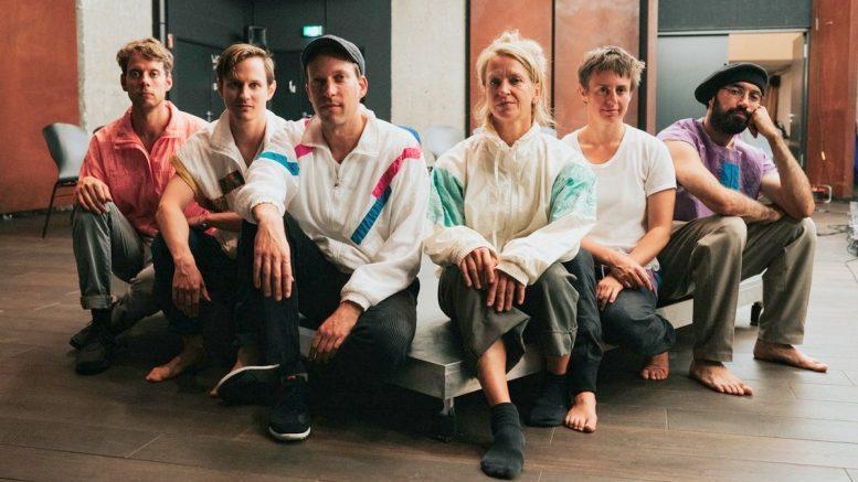 Gruppenfoto eines Tanz-Ensembles