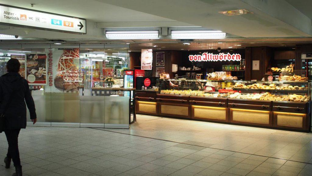 Eine Bäckerei in einem Bahnhof