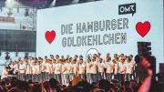 Der Hamburger Männerchor: Hamburger Goldkehlchen auf der Bühne im Konzert