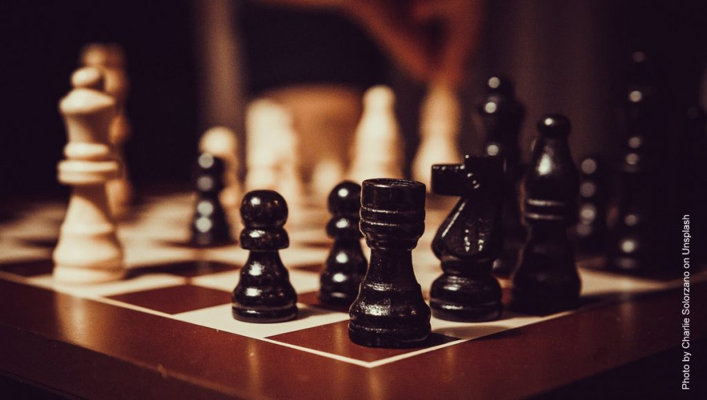 Schachfiguren auf dem Spielbrett