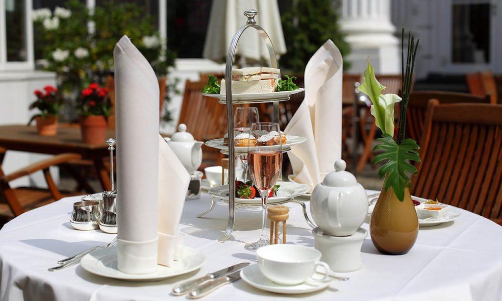 gedeckter High Tea Tisch im Hotel Atlantic Hamburg