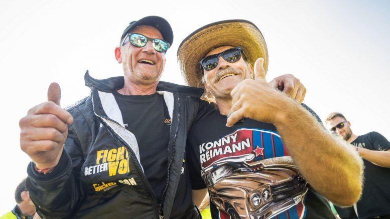 Andi Feldmann mit Konny Reimann in Hartenholm nach dem Autorennen