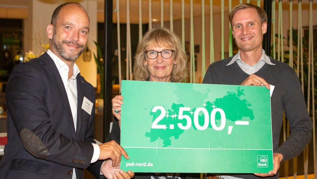 Frank Neitzel, Frederike Seithel, Jan Lackmann auf dem N Klub mit Scheck
