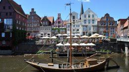 Historisches Schiff in Lüneburg am Stintmarkt in der Luhe
