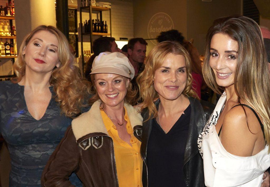 Sandra Quadflieg mit drei anderen Frauen