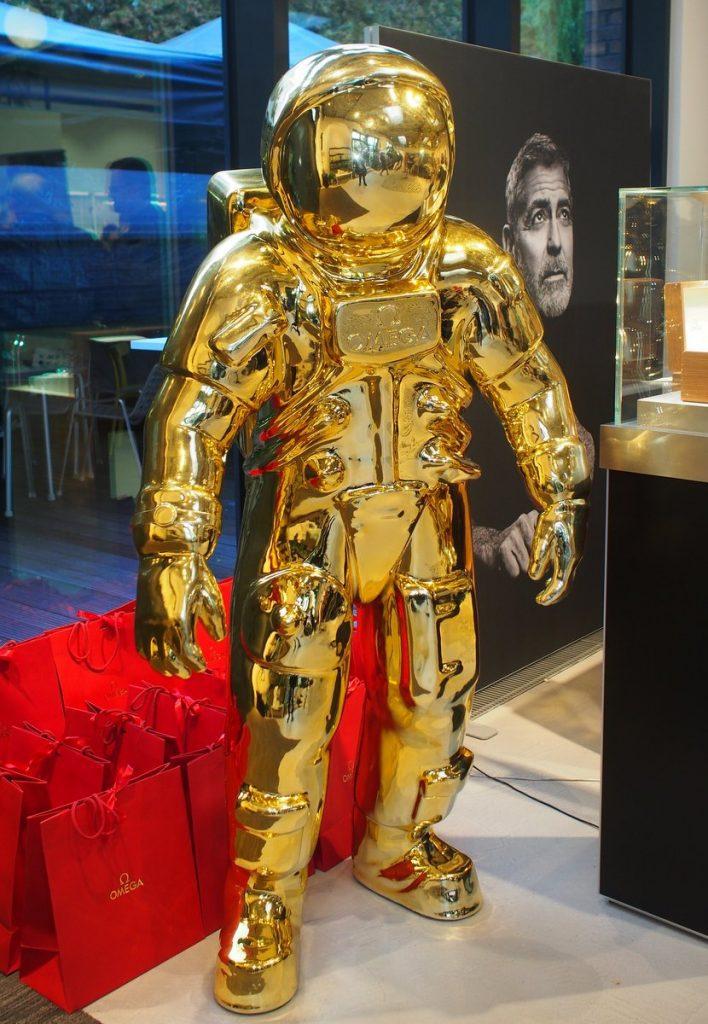 Goldene Promotion Astronautenfigur mannshoch