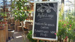 Werbetafel Apfeltage im Garten von Ehren