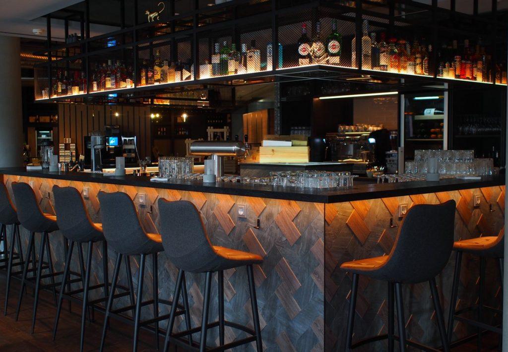 Bar im Courtyard by Marriott Hamburg City