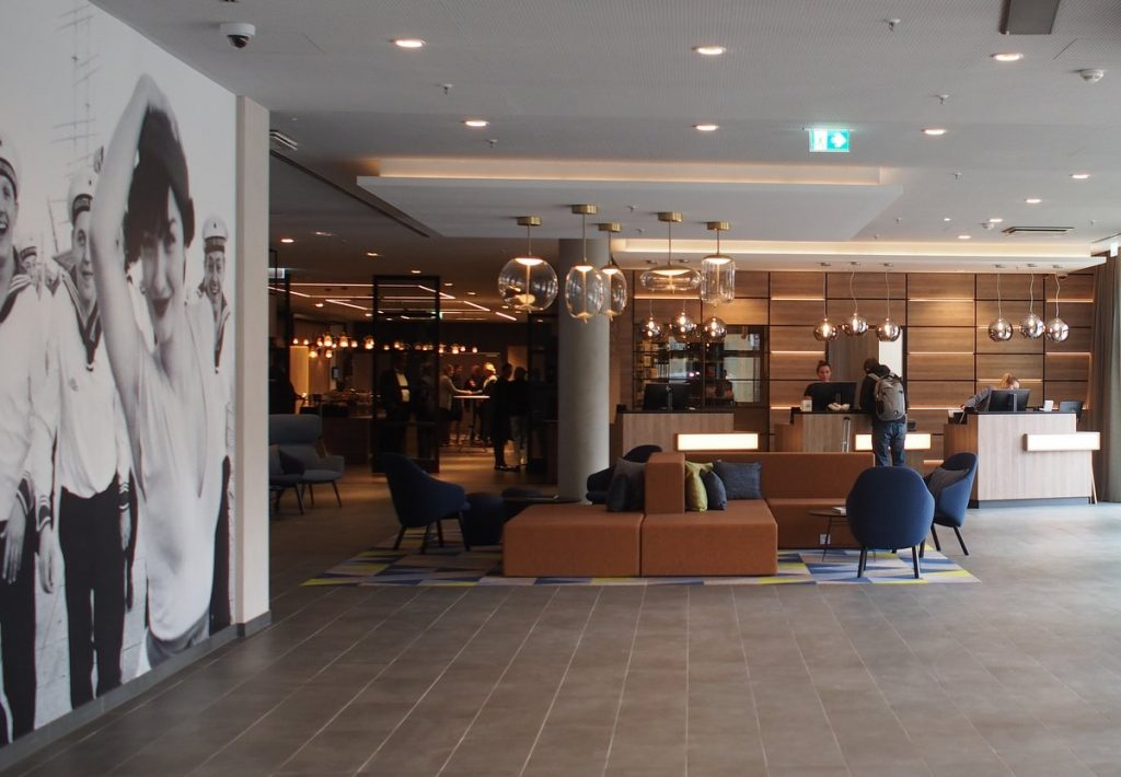 Rezeption und Hotelhalle Courtyard by Marriott Hamburg City
