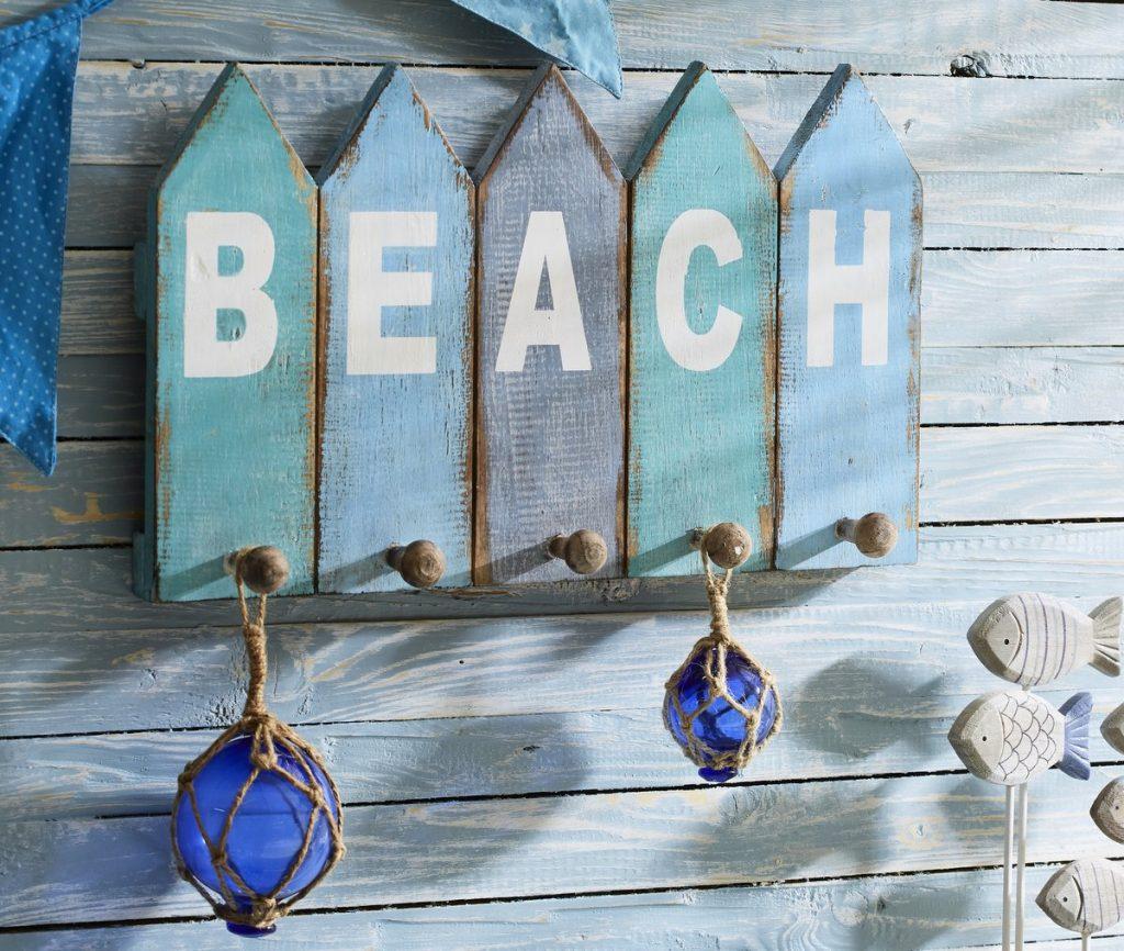 Nautic Look - Handtuchhalter mit Motiv Beach aus Holz