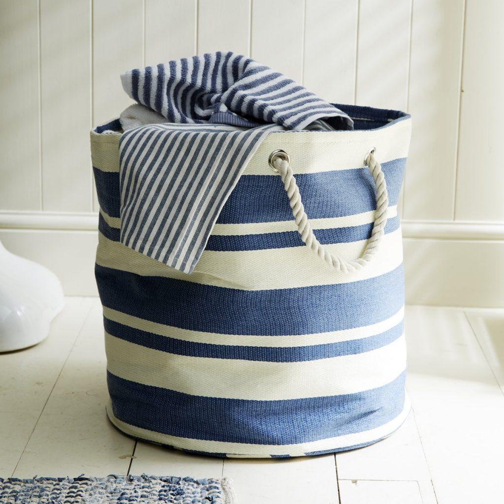 Ideen für maritime Badeinrichtung - Jutesack für Handtücher