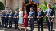Eröffnungszeremonie - Goldenes Band Fraser Suites Hotel Hamburg mit zwei Botschaftern