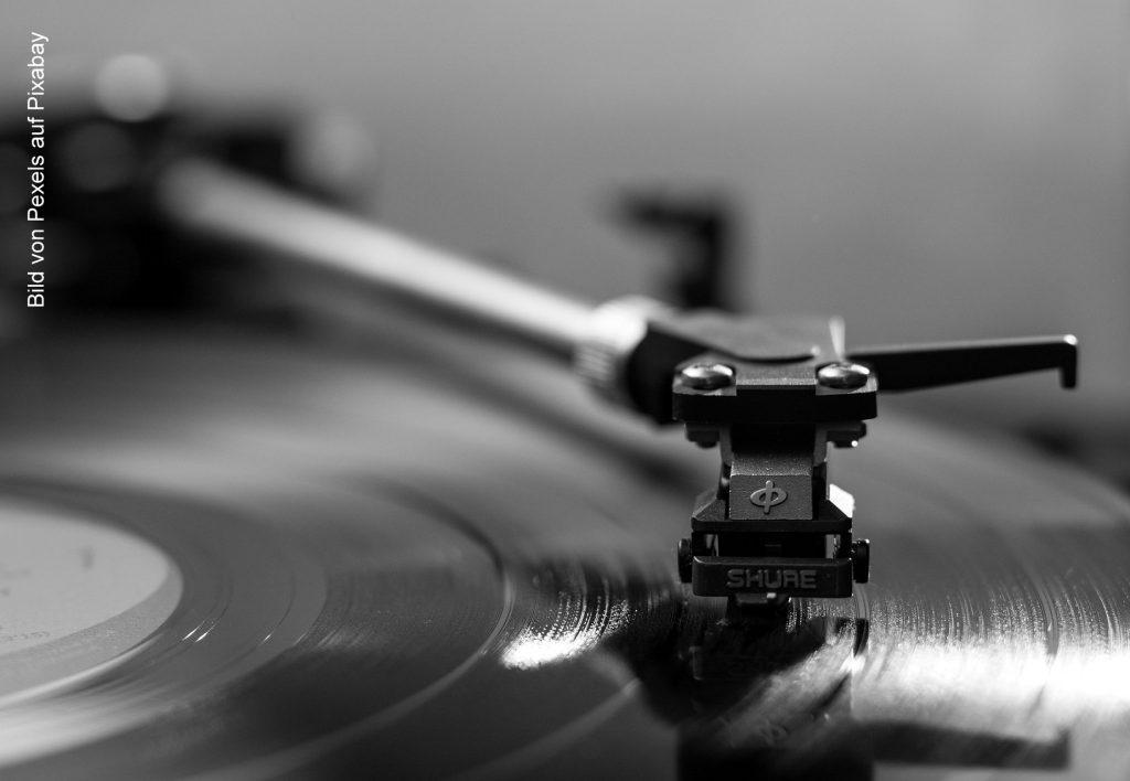 Tonarm und Schallplatte
