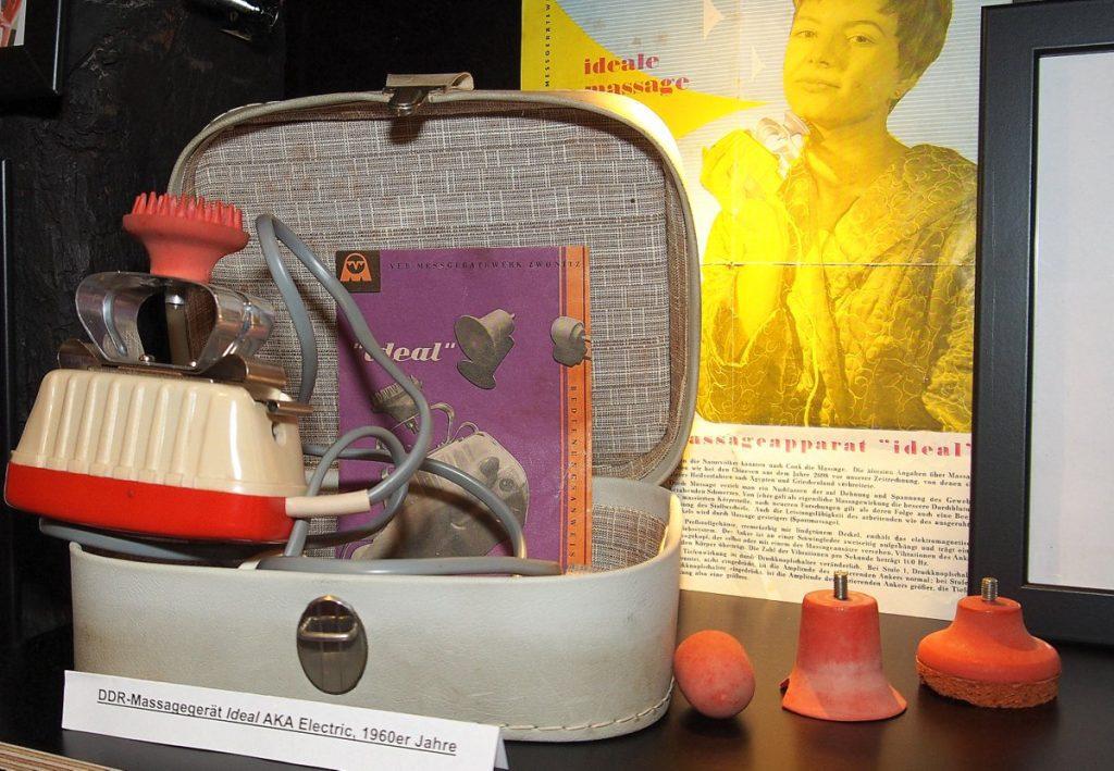 Ein DDR Massagegerät in einem Gerätekoffer für Brumm Sex