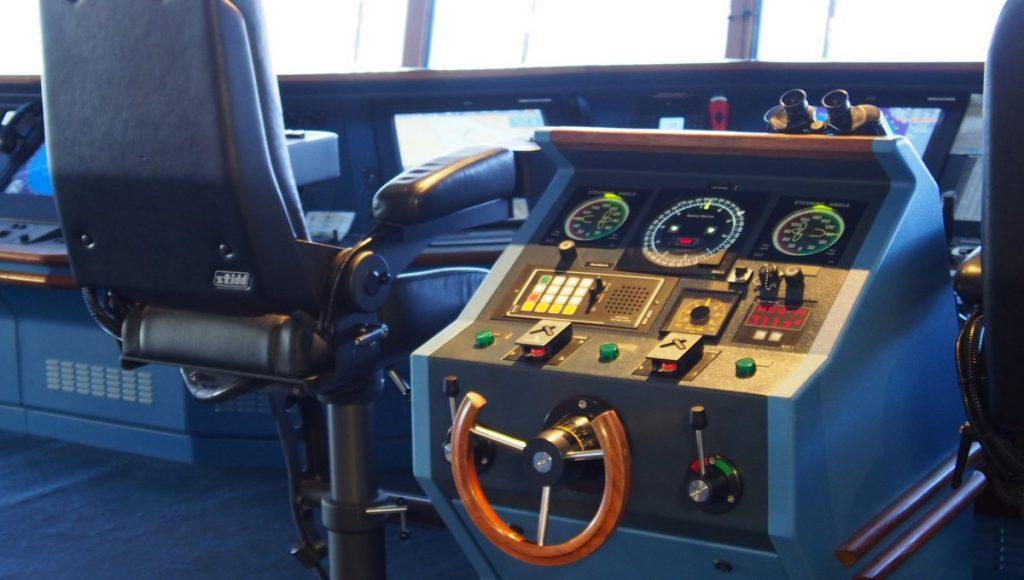 Komandobrücke der Navigator of the Seas mit Steuerrad