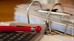 Buchhaltung - Basics: Aktenordner, Taschenrechner, Kugelschreiber