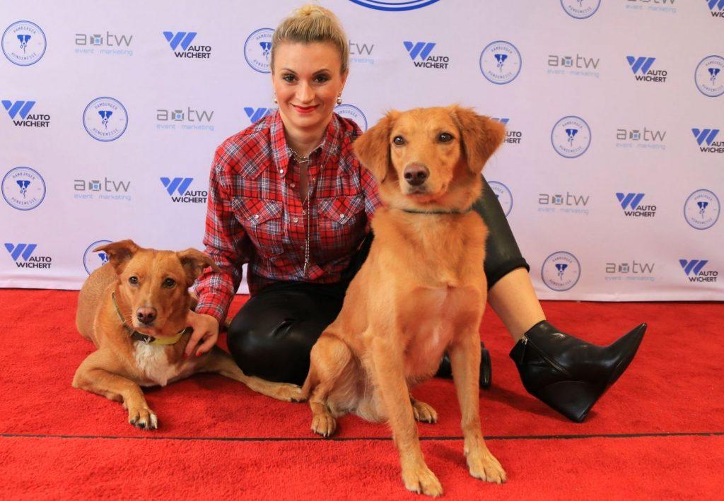 Ella Deck mit ihren 2 Hunden